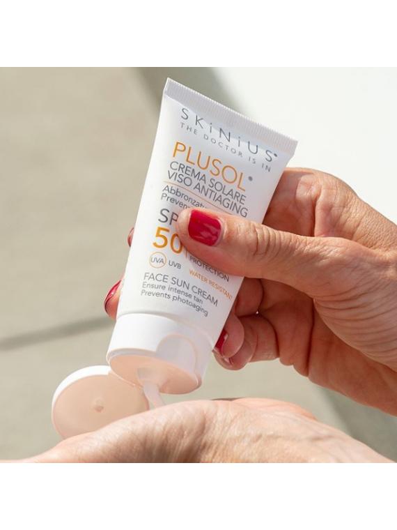Plusol crema solare viso SPF50 da applicare non solo in estate, ma anche tutto l'anno.