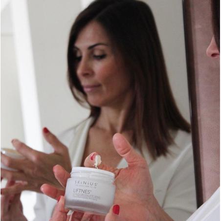 Liftnes crema con Fospidina per rigenerare la pelle di collo, décolleté e seno.