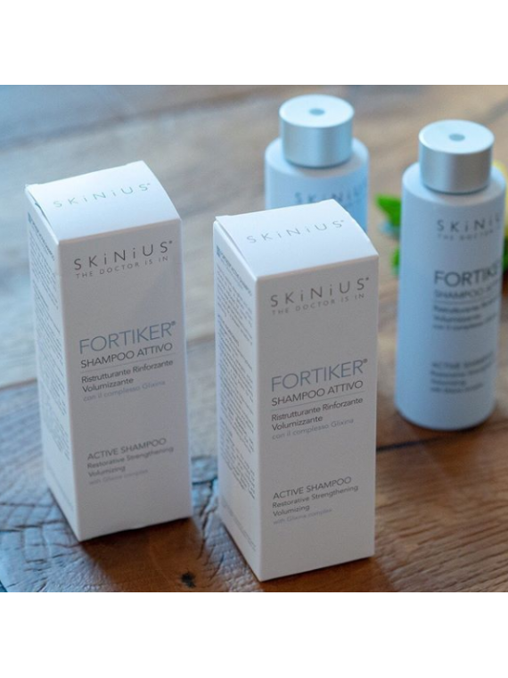 Fortiker shampoo di Skinius volumizzante, rinforzante e ristrutturante.