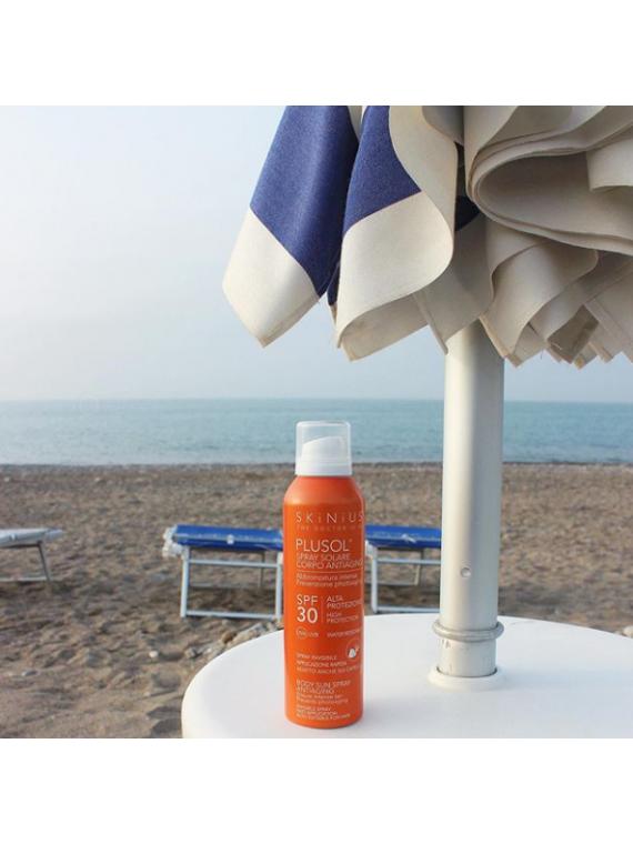 Plusol spray solare con alta protezione e filtri sicuri per l'uomo e per l'ambiente