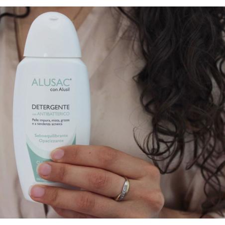 ALUSAC con antibatterico è il trattamento ideale per prevenire effetto oily skin